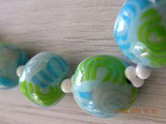 """* Collier """" Lagons """" en argile polymère et perles porcelaine blanches"""