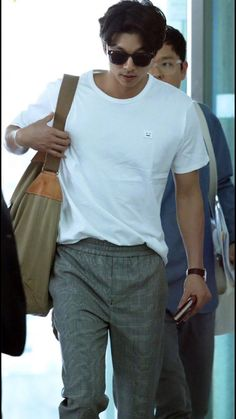 """Update - Gong Yoo at Incheon International Airport in Korea on April 27 2017 for heading to Taiwan for his fan meeting in Taipei, Taiwan on April 29 2017 """"Credit : """" """" """" Korean Star, Korean Men, Asian Men, Asian Actors, Korean Actors, Korean Celebrities, Celebs, Park Bogum, Goblin Gong Yoo"""