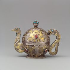 Persian tea pot, via Metropolitan Museum of Art LP says : A newly fabricated fantasy from Pakistan. Persian or Bukhara style tea pot shape combined with China and a good smith to copy some Central Asian techniques. Metropolitan Museum, Tee Kunst, Teapots Unique, Vintage Teapots, Bronze, Teapots And Cups, Tea Art, My Cup Of Tea, Chocolate Pots