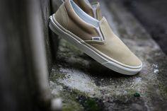 Vans – Classic Slip-On [Pale Khaki]