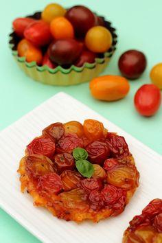 Tatin de tomates cerises au pesto au caramel balsamique Pesto, Pizza, Waffles, Food And Drink, Breakfast, Mini Quiches, Caramel, Salty Tart, Cooking Recipes