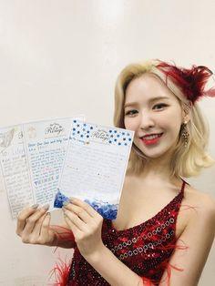 Velvet Wallpaper, Wendy Red Velvet, Red Velvet Seulgi, Girl Memes, Red Queen, Korean Girl Groups, Photo Cards, Girl Crushes, Wendy Rv