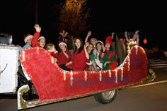 Girl Scout christmas floats | Girl Scout Float Christmas Parade Town Center