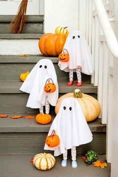 Here are the Cheap Diy Halloween Decorations. This article about Cheap Diy Halloween Decorations was posted under the Hallowen Decor Ideas category by our team at October 2019 at am. Hope you enjoy it and don't forget to . Spooky Halloween, Halloween Porch, Halloween Party Decor, Holidays Halloween, Diy Halloween Ghost Decorations, Diy Ghost Decoration, Vintage Halloween, Halloween 2019, Halloween Costumes