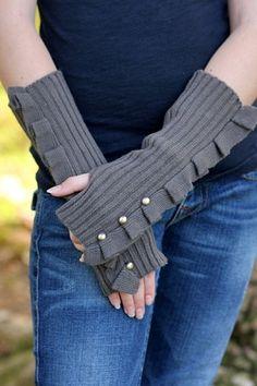 Ruffled fingerless gloves
