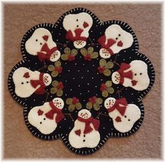 Penny Rug Patterns, Wool Applique Patterns, Felt Applique, Print Patterns, Felt Crafts, Fabric Crafts, Felt Christmas, Christmas Crafts, Wool Quilts