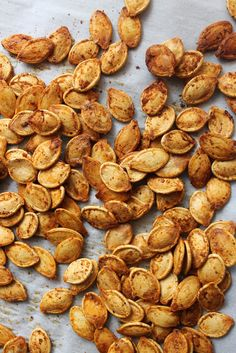 the BEST pumpkin seed recipe for fall! the BEST pumpkin seed recipe for fall! Best Pumpkin Seed Recipe, Pumpkin Recipes, Thanksgiving Recipes, Fall Recipes, Holiday Recipes, Thanksgiving Feast, Think Food, I Love Food, Superfood