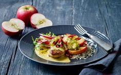 Mørbrad i fad med æblesalat: