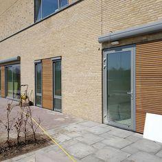 Nieuwe school  Sint-Jansteen (NL) Garage Doors, School, Outdoor Decor, Home Decor, Decoration Home, Room Decor, Home Interior Design, Carriage Doors, Home Decoration