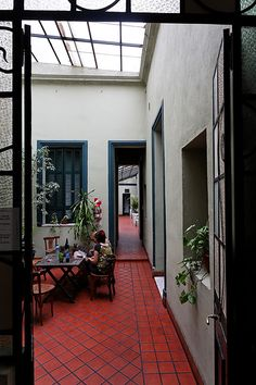 modular+home atrium courtyard sunroom Casa Retro, Recycled House, Doors And Floors, Charming House, Modular Homes, Home Pictures, Cottage Homes, House Rooms, Home Deco