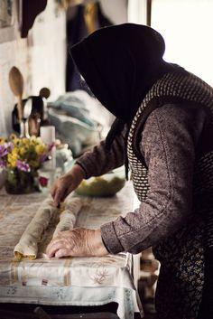Bunica și plăcintele ei. ©Mariana Neacșu