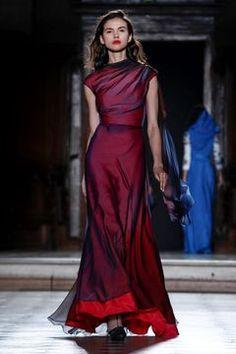 641d47f8e Julien Fournié Couture Spring Summer 2019 Paris - NOWFASHION Vestidos Alta  Costura