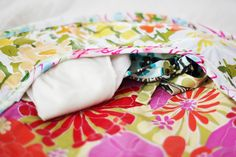 Pattern for round diaper pads with pockets for diapers. Roll them up to put in your diaper bag. Cute!