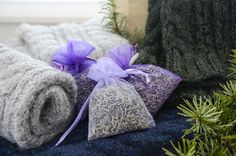 Non-Toxic Protection for Handmade Woolen Gifts: Lavender Essential Oil! Lavender Essential Oil Uses, Pure Essential Oils, Lavender Buds, Lavender Sachets, Natural Moth Repellant, Sweater Storage, Middle Ages, Fleas, Linens