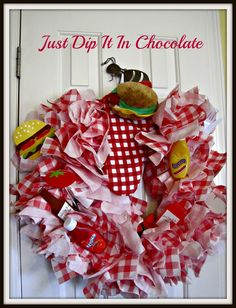 Just Dip It In Chocolate: Paper Napkin Picnic Wreath