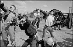 Men hurling rocks and molotov cocktails at security forces in the prelude to Bobby Sands funeral, Belfast Photo by Ian Berry Ian Berry, Bobby Sands, Irish Independence, Fotojournalismus, Teen Photography, Photographer Portfolio, Irish Eyes, Irish Dance, Magnum Photos