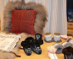 dsc_0481 Sheepskin Rug, Fur Slides, Sandals, Boots, Rugs, Products, Fashion, Slide Sandals, Shearling Boots