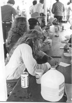 Leon Wilkeson wearing Hat on October Pictured are Artimus Pyle, Allen Collins, Gary Rossington, Leon Wilkeson, Steve Gaines and Ronnie Van Zant. Music Pics, My Music, Great Bands, Cool Bands, Steve Gaines, Gary Rossington, Lynard Skynard, Allen Collins, Ronnie Van Zant