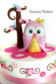 Owl Cake- @Carri Nason Redmond Reminds me of Kinleys cake You could do this! :)