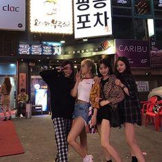 Korean Fashion On The Streets Of Paris Ulzzang Korean Girl, Ulzzang Couple, Bff Goals, Friend Goals, Korean Best Friends, Girl Friendship, Uzzlang Girl, Pink Girl, Korean Couple