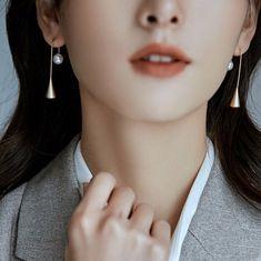 Teardrop Simple Earrings Matte Gold/Silver Metal Drop | Etsy Golden Earrings, Pearl Earrings, Drop Earrings, Simple Earrings, Minimalist Earrings, Matte Gold, Silver Metal, Jewelry Design, Pearls