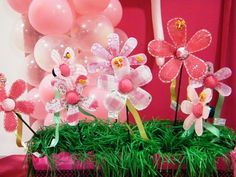 Lembrancinha infantil. Flores feitas com Garrafa Pet e tecido.  Também fica linda para colocar no jardim.  Veja postagem scrapbookeart.blogspot.com