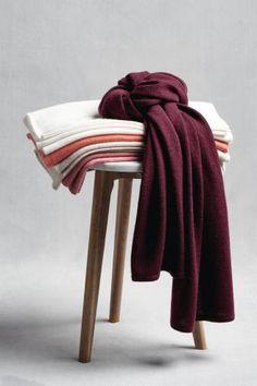 Etoles cachemire GLOBUS ACCESSORIES Shops, Home Textile, Home And Living, Household, Blanket, Parfait, Towel, Bath, Furniture