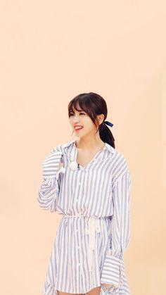South Korean Girls, Korean Girl Groups, Bias Kpop, Myoui Mina, Twice Kpop, Famous Girls, Girl Photography Poses, Girl Bands, Yoona