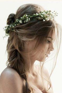 Boho-Frisuren für die Hippie-Hochzeit auf www.gofeminin.de/mode-beauty/album1159468/boho-frisuren-0.html #braid #bride