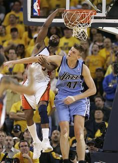The Golden State Warriors' Baron Davis dunks over the Utah Jazz's Andre Kirilenko in game 3 of the 2007 NBA Western Conference Finals. #NBA