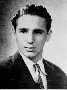 Fidel Castro, con 19 años, Universidad de La Habana, 1945. Foto AP. La fecha 1945 aparece en diferentes fuentes, así que la damos por válida.