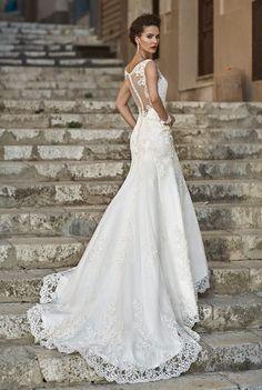 AGOSTINA - vestito da sposa elegante,stilo sirena,scollo illusione, in pizzo,tulle e raso con decorazioni