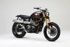 The British manufacturer, Triumph Motorcycle, introduced the latest addition to their scrambler motorbike lineup. Triumph presents the Scrambler 1200 with this Triumph Scrambler Custom, Triumph Bikes, Scrambler Motorcycle, Cool Motorcycles, Triumph Motorcycles, Motorcycle Helmets, Honda Scrambler, British Motorcycles, Motorcycle License
