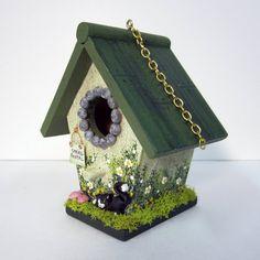 Birdhouse Mini primavera con gatito negro Decorative Bird Houses, Bird Houses Painted, Bird Houses Diy, Fairy Houses, Painted Birdhouses, House Painting, Diy Painting, Birdhouse Craft, Sounds Of Birds