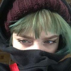 makeup aesthetic – Hair and beauty tips, tricks and tutorials Aesthetic Grunge, Aesthetic Girl, Cosplay Kawaii, Tumbrl Girls, Grunge Girl, Green Hair, Pretty People, Cute Girls, Punk