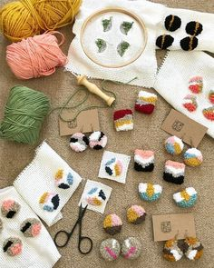 Punch Needle Embroidery Inspiration Punching is the new trend in Embroidery. Check these inspirational projects + we have all the materials you need for punch needle embroidery Diy Broderie, Punch Needle Patterns, Ideias Diy, Diy Embroidery, Punch Art, Rug Hooking, Perler Beads, Fabric Crafts, Needlepoint