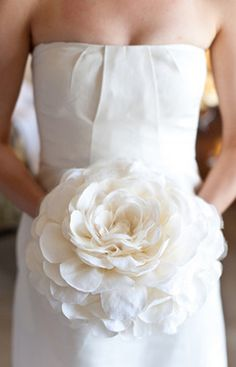 White and Gold Wedding Bouquet. Composite Petal or Glamelia Bouquet. Glamelias bouquet gorgeous idea popular in the basically made to look like a giant flower blossom Hay Wedding, Wedding Bells, Wedding Flowers, Dream Wedding, Wedding Day, Wedding Dresses, Single Flower Bouquet, Rose Bouquet, Boquet