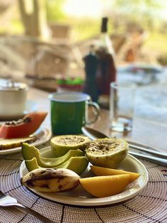 #fruits #breakfast #brunch #Africa #foodphotography #foodblogger #foodstyling #foodart #travelguide #travelife Breakfast Around The World, Pretzel Bites, Food Styling, Food Art, Food Photography, Brunch, Africa, Magazine, Fruit