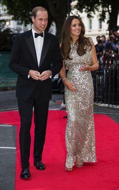 SCINTILLANTE, KATE ASSISTE À SON PREMIER DINER DE GALA DEPUIS SON RETOUR À LONDRES! En voyant la Duchesse de Cambridge ce soir, on a ...