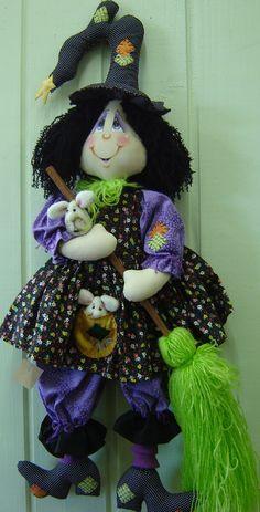 Bruxinha Filó... Halloween Sewing, Halloween Quilts, Holidays Halloween, Halloween Themes, Fall Halloween, Halloween Crafts, Halloween Decorations, Witch Costumes, Ann Doll