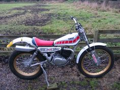 php 800 × 600 pixels Vintage Motocross, Vintage Motorcycles, Cars And Motorcycles, Motos Trial, Trail Motorcycle, Trial Bike, Childhood Toys, Bike Design, Scrambler