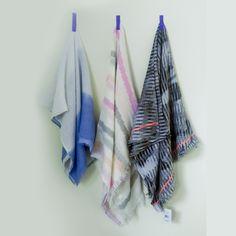 Sjaals van modal, katoen, linnen, zijde... Wat doet een stof met een sjaal? Lees de eigenschappen.