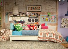 "Teddy Duncan from ""Good Luck Charlie"" 's bedroom. I've always LOVED it! Dream Rooms, Dream Bedroom, Home Bedroom, Bedroom Decor, Bedroom Ideas, Teen Bedroom, Teddy Duncan, My New Room, My Room"