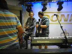 Kjetil & Donnez - Ameriaknsk träskopolka. Live i Mariestad 17/8-2012  ww...