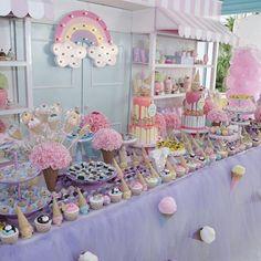 Ontem fui numa das festinhas mais lindas e gostosas que já fui nos últimos tempos...Um sonho!!!! . @alessandrazogbi a festa das suas princesas estava demais!!!! A @deboradoll arrasou na decoração mais uma vez . Fã número 1 dela!  PS: Mais fotos no meu instastories. : @angelphotostudio