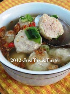 Just Try & Taste: Membuat Bakso Daging Ayam yang Kenyal! Chicken And Beef Recipe, Chicken Recipes, Mie Goreng, Asian Recipes, Healthy Recipes, Malay Food, Asian Soup, Malaysian Food, Indonesian Food