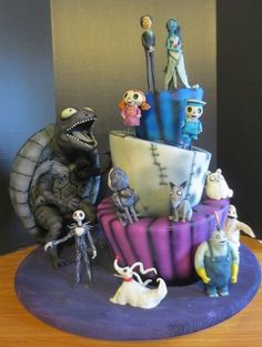 I absolutely adore Tim Burton movies, so I was super excited when my boyfriend's neice asked for a Frankenweenie/Corpse Bride/Nightmare Before Christmas cake for her borthday. Beautiful Cakes, Amazing Cakes, Tim Burton Characters, Niece Birthday, Cake Birthday, First Communion Cakes, Fantasy Cake, Character Cakes, Halloween Cakes