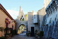 Rutas Mar & Mon: Roca foradada, castillo Eramprunyà y Cueva de Bruguers - Gavà Gaudi