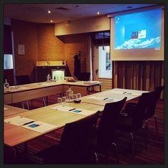 En de zaal is klaar om de #ondernemingsraad van #MissEtam te ontvangen… :-) #ORtraining