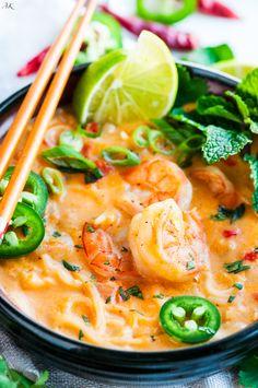 Thai Coconut Curry Shrimp Noodle Soup Thai Coconut Curry Shrimp Noodle Soup recipe - One pot, 30 minute, creamy coconut curry soup with rice noodles, jumbo shrimp and tasty Thai flavors. Coconut Curry Shrimp, Coconut Curry Soup, Thai Shrimp Curry, Prawn Soup, Coconut Milk Soup, Seafood Soup, Chicken Curry, Shrimp Noodles, Curry Noodles